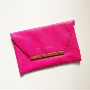 Juicy couture• pink clutch